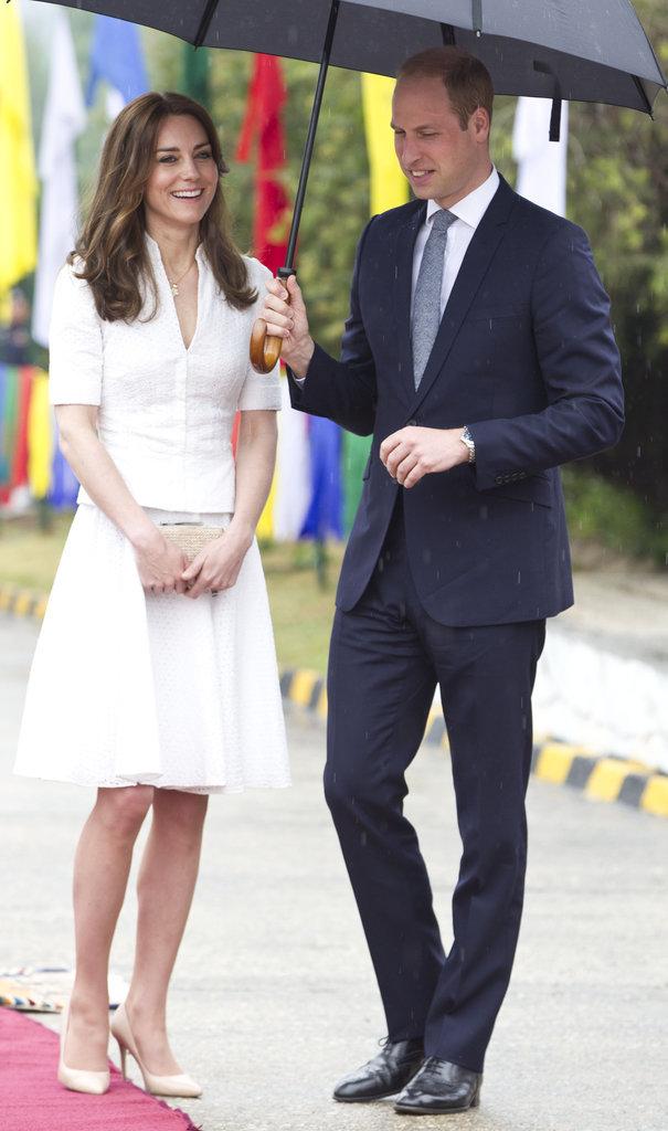 Công nương Anh với váy trắng đơn giản, tao nhã được thiết kế bởi Alexander McQueen.