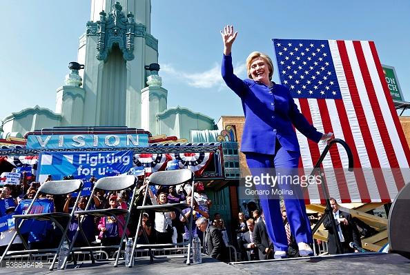Sự thay đổi ngoại hình là một trong những chiến thuật tranh cử của bà Hillary Clinton.