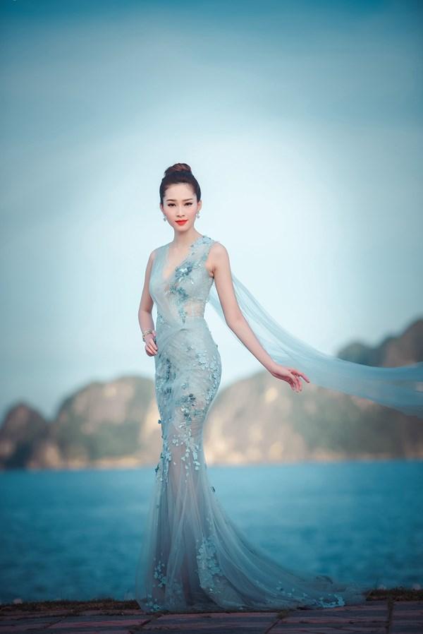 Tối 17/7, Đặng Thu Thảo xuất hiện với bộ cánh tuyệt đẹp trong vai trò GK của đêm chung khảo KV phía Bắc của cuộc thi Hoa hậu Việt Nam 2016.