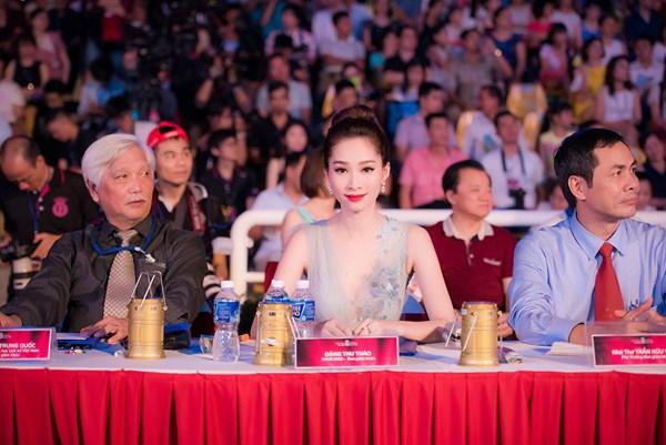HH Đặng Thu Thảo trên băng ghế giám khảo của đêm thi