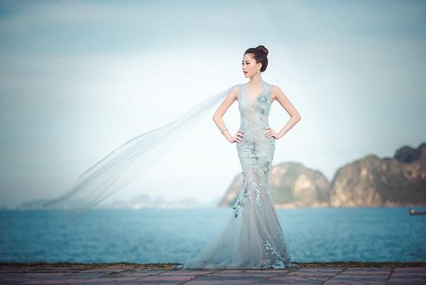Hoa hậu Việt Nam năm 2012 thả dáng ngọc giữa cảnh sắc tuyệt đẹp của thiên nhiên