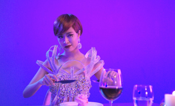 Tạo hình ấn tượng của Hoàng Thùy Linh trong MV Im Gonna Break.