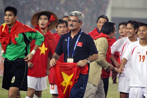 Ngoài ông thầy Calisto, vẫn chưa có HLV nào dẫn dắt ĐT Việt Nam tới chức vô địch AFF Cup