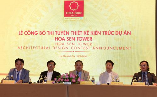 Đại diện Ban tổ chức và Ban giám khảo giải đáp thắc mắc về cuộc thi.