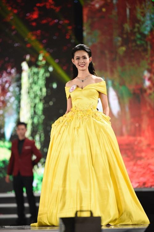 Nguyễn Thùy Linh trong phần trình diễn trang phục dạ hội ở đêm Chung kết Hoa hậu Việt Nam 2016