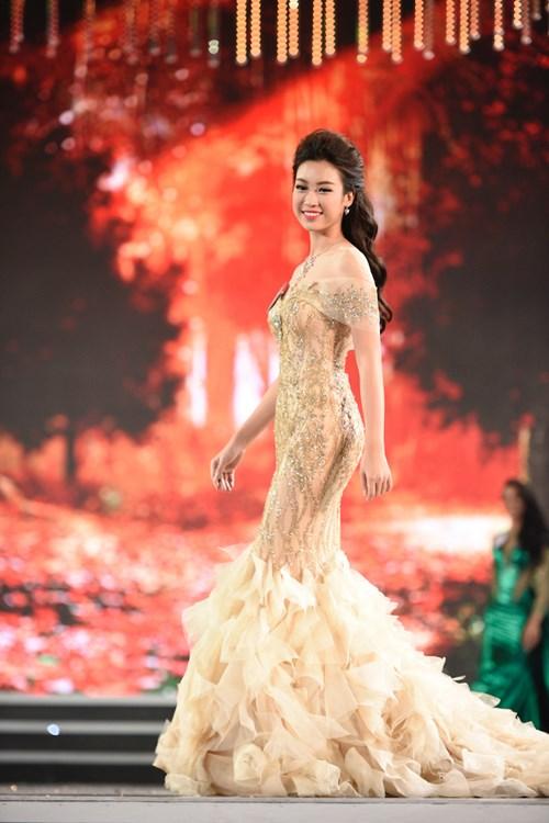 Hoa hậu Việt Nam 2016 Đỗ Mỹ Linh trong phần trình diễn trang phục dạ hội