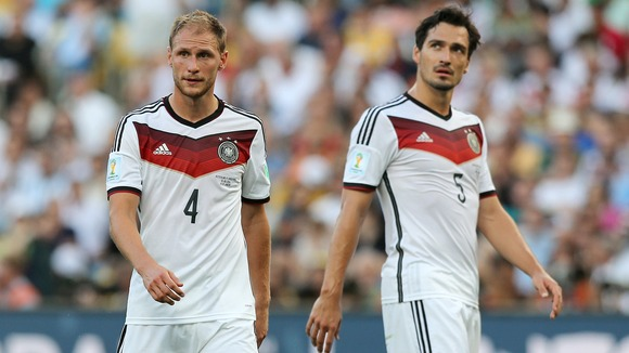 Howedes (số 4) sẽ là sự thay thế hoàn hảo mà khoảng trống Hummels để lại ở hàng thủ ĐT Đức? (Ảnh: Getty)