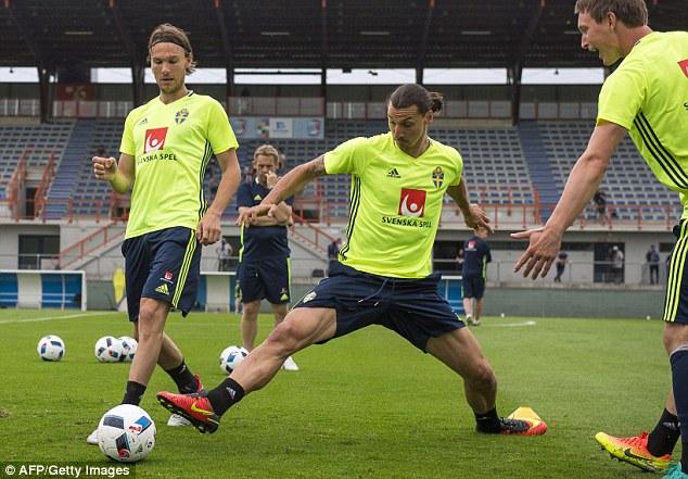 Ngoài sao trẻ Oscar Lewicki, Ibra là tâm điểm chú ý trong trận ĐT CH Ireland và ĐT Thụy Điển.