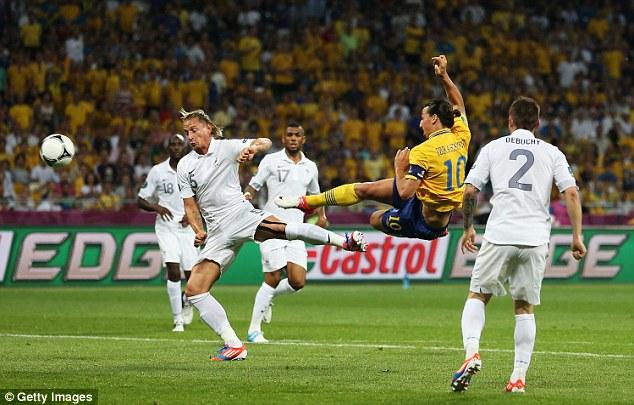 Ibra từng ghi bàn bằng kỹ thuật cắt kéo trong trận gặp ĐT Pháp ở EURO 2012.