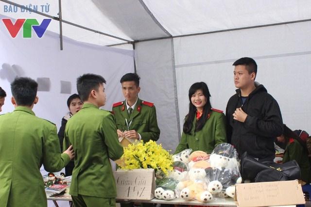 Xung quanh tòa nhà Hội nghị Quốc gia, nhiều hoạt động, hội trại được tổ chức