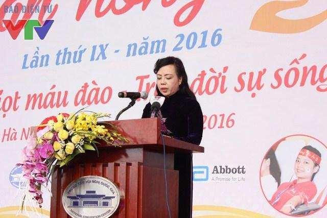 Bộ trưởng Bộ Y Tế Nguyễn Thị Kim Tiến phát biểu tại buổi khai mạc Lễ hội Xuân hồng