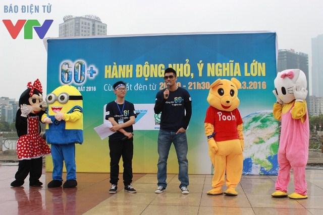 Đại sứ của chiến dịch - nam ca sĩ Tạ Quang Thắng xuất hiện và giao lưu với các bạn trẻ tại sự kiện