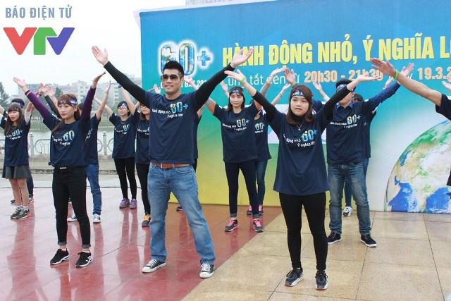 Tạ Quang Thắng hồ hởi nhảy flashmob cùng các bạn trẻ tại sự kiện