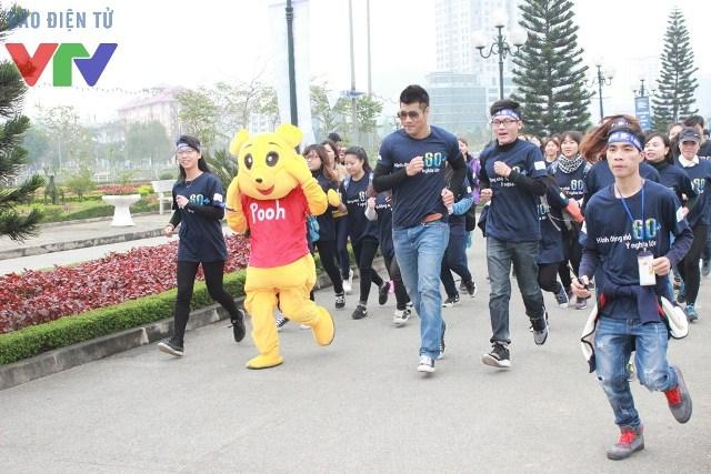 Đại sứ chiến dịch Tạ Quang Thắng cùng các bạn trẻ chạy bộ để hưởng ứng chiến dịch