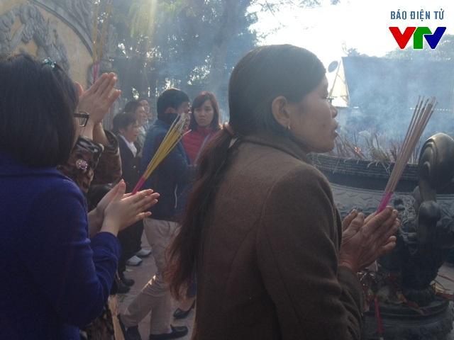 Người dân đến đây để cầu bình an, phúc lộc và sức khỏe trong năm mới