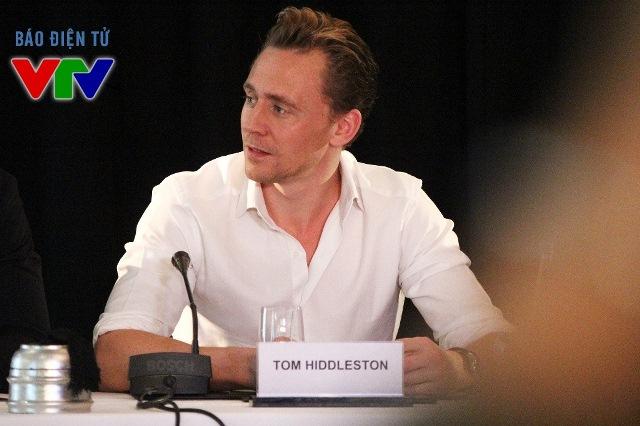 Tom Hiddleston chia sẻ mình đã có ý định đến Việt Nam từ năm 19 tuổi nhưng chưa thể thực hiện được kế hoạch.