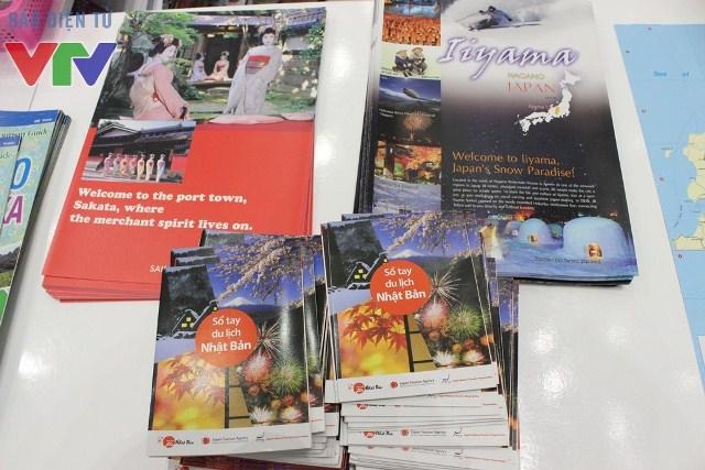 Các vị khách đến Ngày hội Việt - Nhật được hỗ trợ rất tận tình các thông tin du lịch tại Nhật Bản