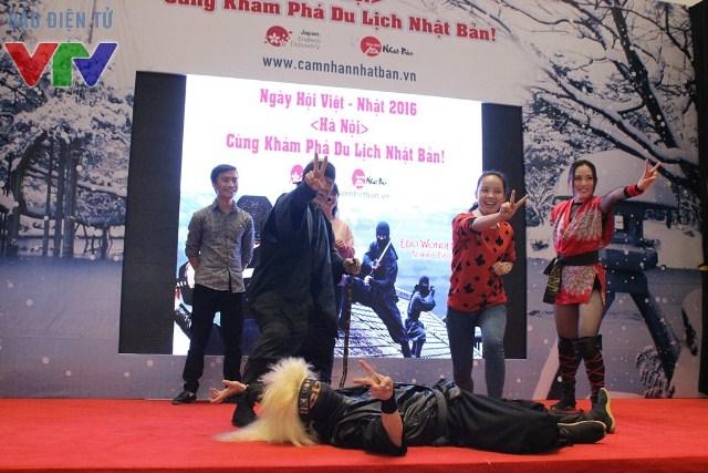 Các bạn trẻ được học một lớp Ninja cấp tốc cùng các Ninja tại ngày hội