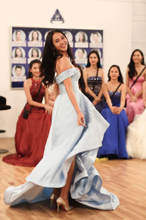 Những bộ váy lộng lẫy giúp các người đẹp thêm phần tỏa sáng