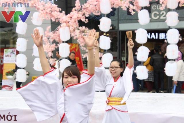 Các đội nhảy Yosakoi trình diễn tại lễ hội tạo không khí náo nức của mùa xuân