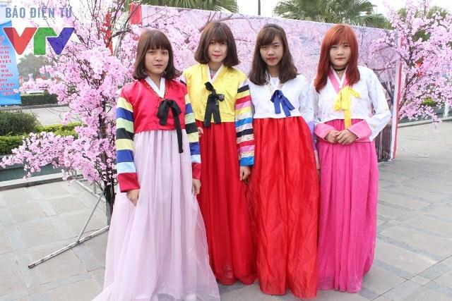 Lễ hội mùa xuân Hàn Quốc mang đến nhiều trải nghiệm mới lạ cho khách tham quan và các bạn trẻ