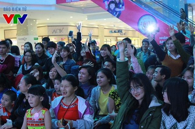 Sự kiện âm nhạc Cảm ơn vẻ đẹp em đã thu hút hàng trăm người đến tham dự