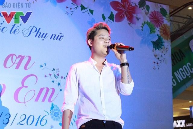 Dường Trần Nghĩa với giọng ca ngọt ngào nhưng đầy nội lực đã làm khuấy động không gian sự kiện, anh nhận được rất nhiều sự ủng hộ của khán giả