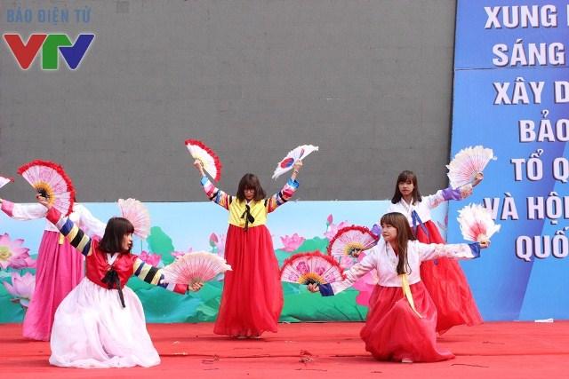 Múa quạt Bumchaeum tạo cảm giác thích thú bởi sự mới lạ trong nền văn hóa Hàn Quốc