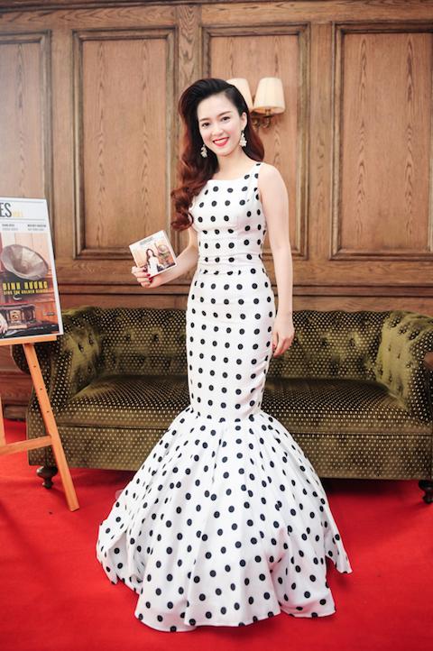 Đinh Hương trong buổi ra mắt dự án âm nhạc mới.