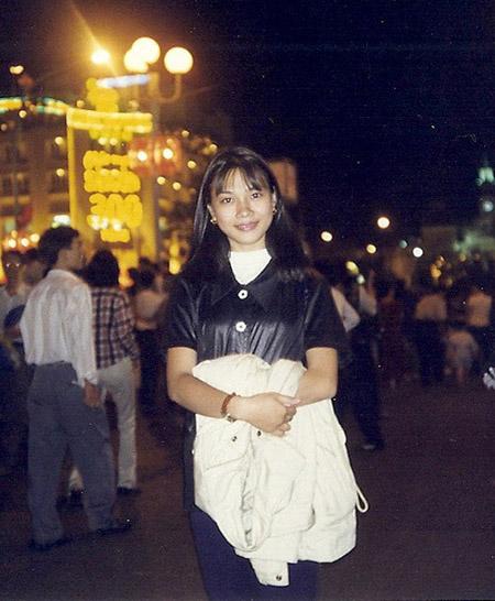 Năm 1998, Mỹ Tâm đỗ vào trường trung cấp thanh nhạc. Phong cách của cô thời đó vẫn rất đơn giản với mái tóc đen, dài ngang vai.