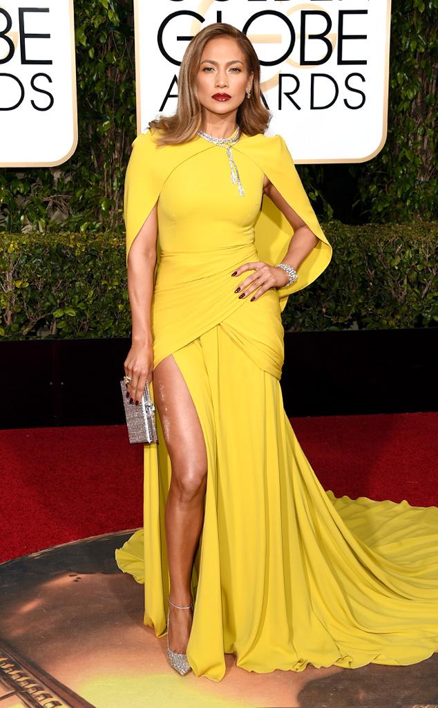 Jennifer Lopez rực rỡ trong một thiết kế của Giambatissa Valli.