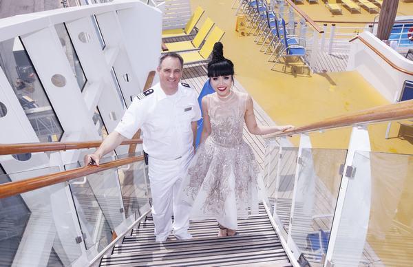 Jessica Minh Anh biến con tàu khổng lồ AIDAluna thành sàn diễn thời trang - Ảnh 2.