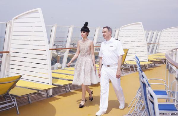 Jessica Minh Anh biến con tàu khổng lồ AIDAluna thành sàn diễn thời trang - Ảnh 5.