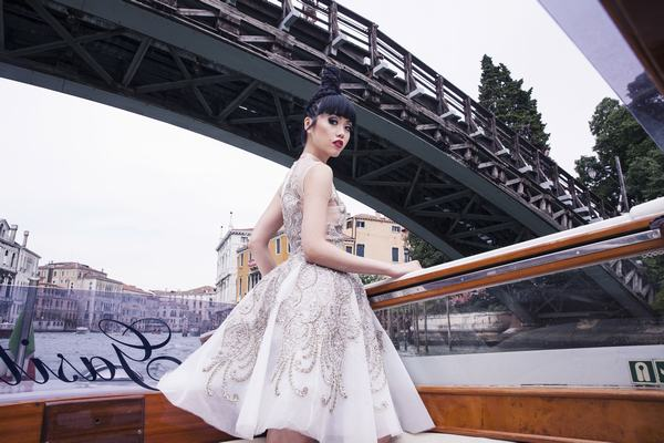 Jessica Minh Anh biến con tàu khổng lồ AIDAluna thành sàn diễn thời trang - Ảnh 3.