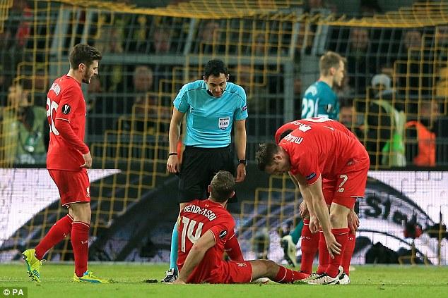 Có vẻ chấn thương của thủ quân Liverpool khá nặng