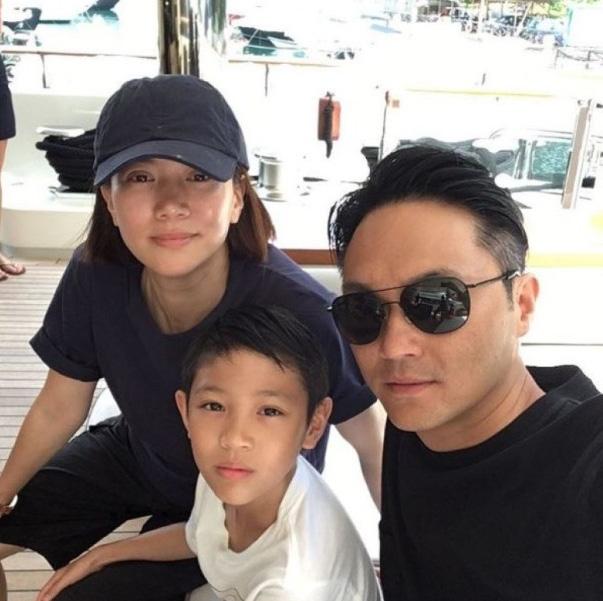 Bức ảnh gia đình được bé Morton chia sẻ trên mạng xã hội. (Ảnh: Asean News)