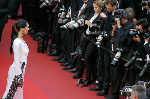 Thiên thần của thương hiệu đồ nội y đình đám thế giới Victorias Secret, người mẫu Adriana Lima, tạo dáng trước ống kính máy ảnh.