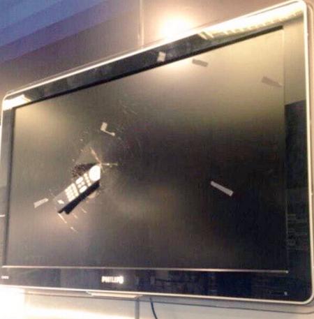 Chiếc điều khiển của Sotherton nằm gọn trong TV