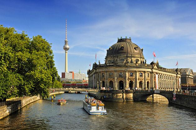 Bảo tàng Museumsinsel nổi tiếng nằm giữa sông Spree và Kupfergraben là bảo tàng lâu đời và quan trọng nhất Berlin. (Ảnh: planetware)
