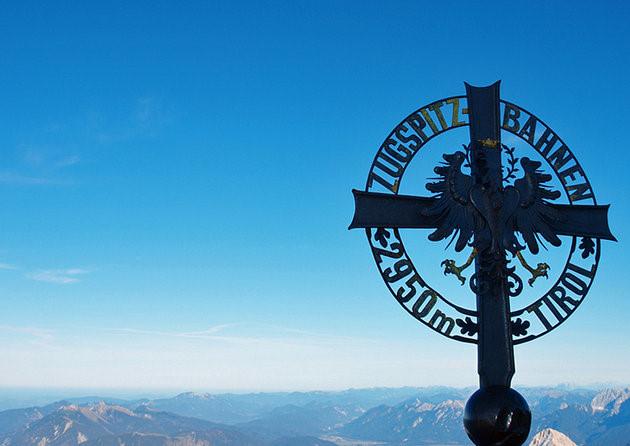 Núi Zugspitze Massif là một phần của dãy núi Wetterstein nằm ở độ cao 2.962m bao quanh là các thung lũng dốc. (Ảnh: planetware)