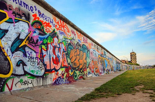 Bức tường Berlin xây dựng năm 1961 được vẽ những bức họa về Chiến tranh lạnh sau thế chiến thứ 2. (Ảnh: planetware)