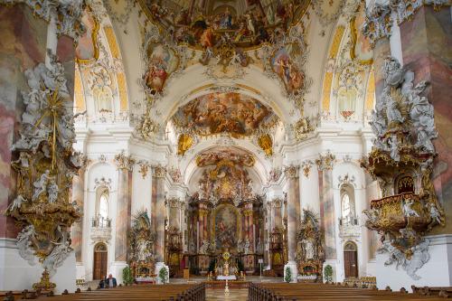 Nhà thờ Bavarian có nội thất nguy nga, tráng lệ mang phong cách kiến trúc Baroque. (Ảnh: tumblr)