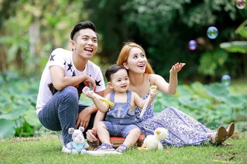 Theo đó, Khánh Thi và Phan Hiển cũng tự tin khoe hình ảnh trên trang cá nhân hơn.