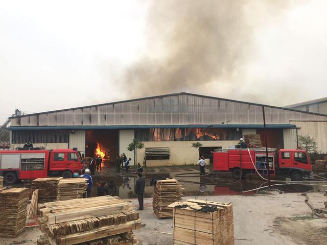 Khu nhà xưởng xảy ra vụ cháy dữ dội (Ảnh: Bá Đoàn/Dân trí)