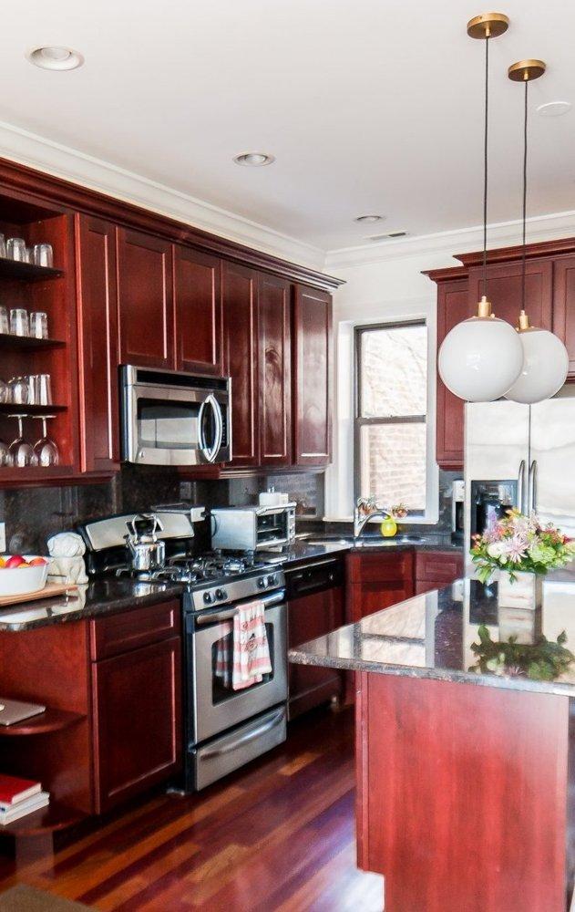Góc bếp vừa mang màu sắc ấm áp vừa thể hiện nét hiện đại, trẻ trung.