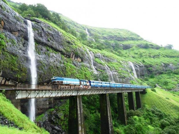 Đường tàu Konkan, Ấn Độ
