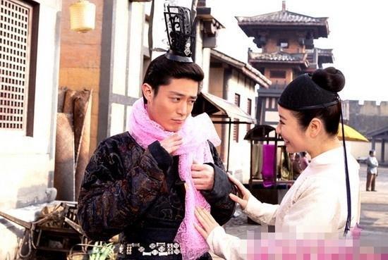Chuyện tình đẹp của Hoắc Kiến Hoa, Lâm Tâm Như khiến không ít fan vui mừng. Vậy là nàng Hạ Tử Vy của Hoàn Châu Cách Cách ngày nào đã tìm được bến đỗ bình yên, hạnh phúc sau nhiều lận đận tình duyên.