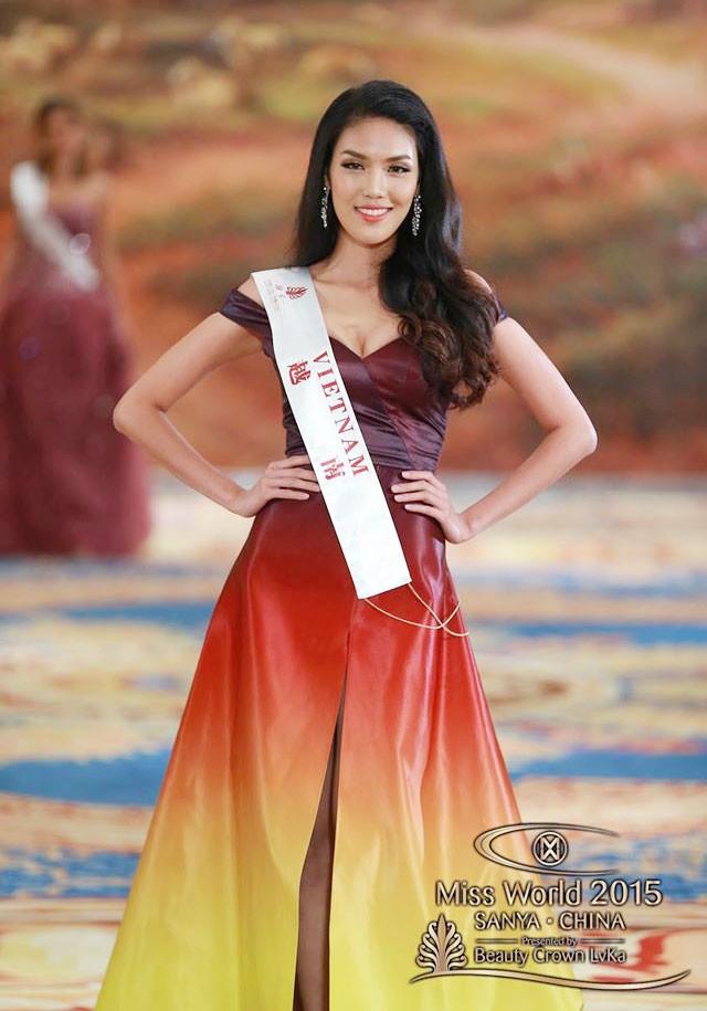 Chiếc đầm dạ hội mà NTK Lý Quí Khánh thực hiện cho Lan Khuê đã giành giải Trang phục dạ hội đẹp nhất tại Hoa hậu Thế giới 2015.