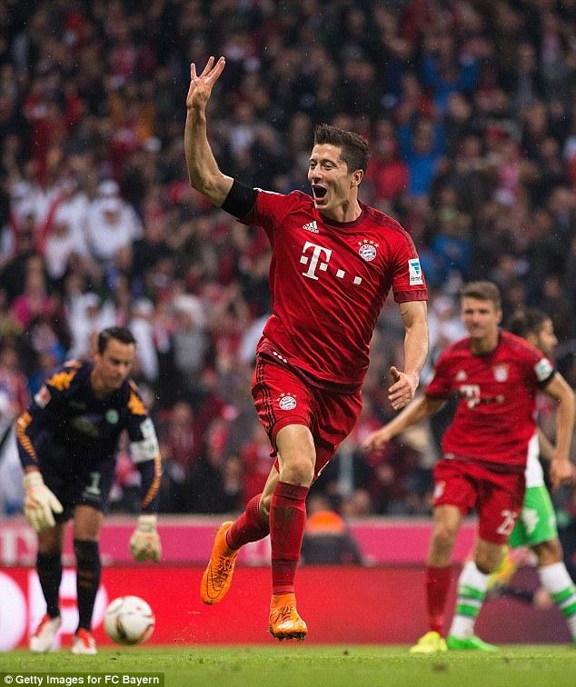Tiền đạo Lewandowski có thể khiến Real phá vỡ kỷ lục chuyển nhượng.