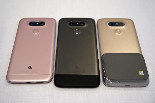 Theo thứ tự từ trái sang phải: LG G5, LG G5 sử dụng module LG Hi-Fi Plus và LG G5 sử dụng module LG CAM Plus (Ảnh: The Verge)